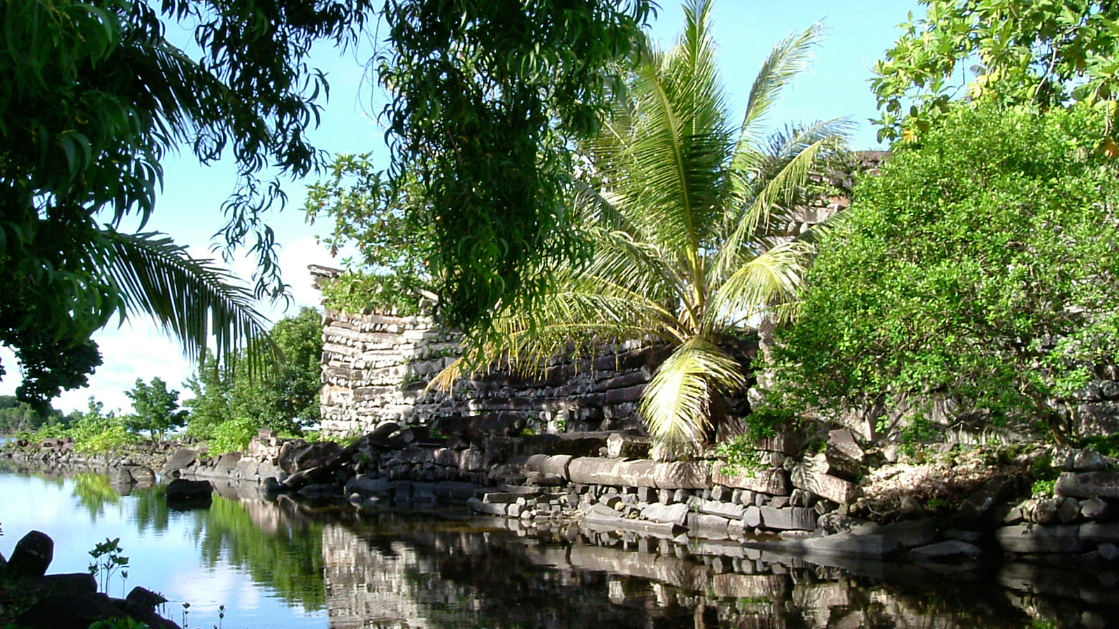 An investigation of the Nan Madol archaeological site of Pohnpei