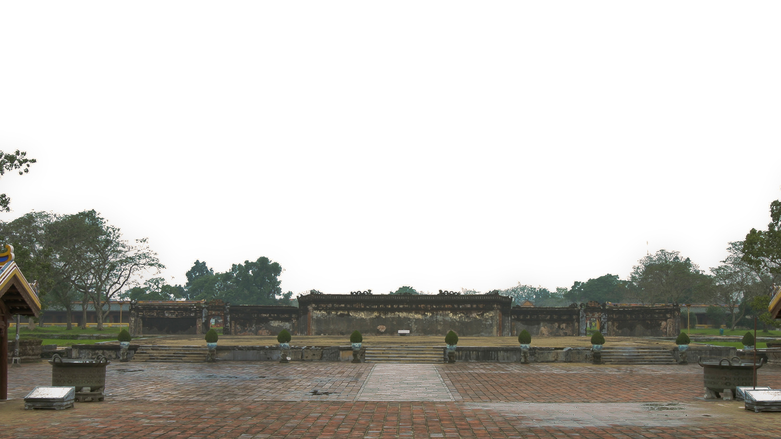 """Comprehensive academic research contributing to the conservation of the World Heritage site """"Complex of Hue Monuments"""""""