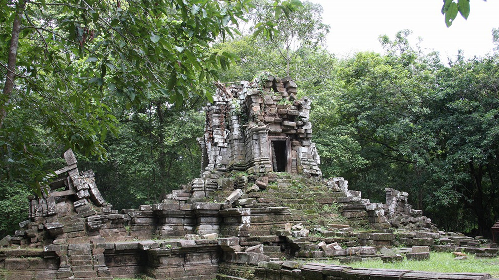Survey and conservation of the Western Prasat Top Site